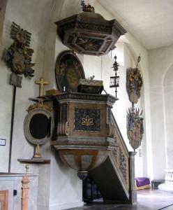 Lovo_kyrka_rechts.WappenschildLindes_Holger.Ellgaard